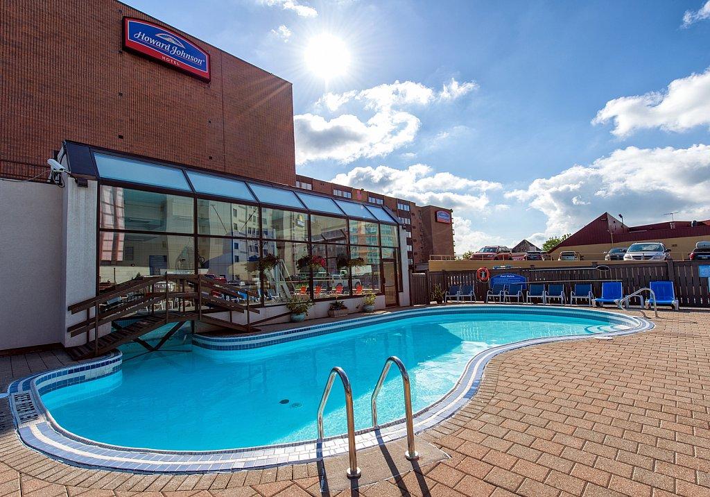 Hotels/Restaurants/Retail